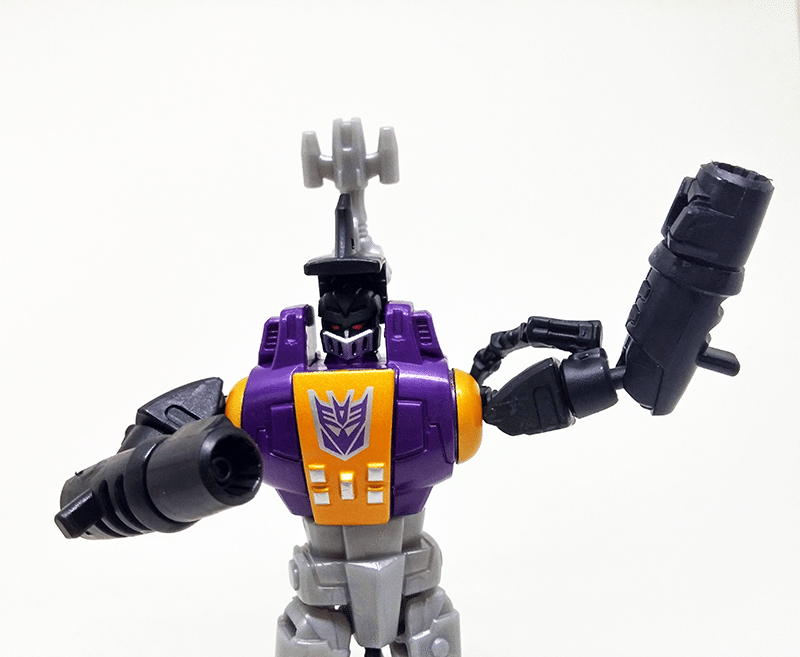 transformers-combiner-wars-bombshell-review-robot-front-3