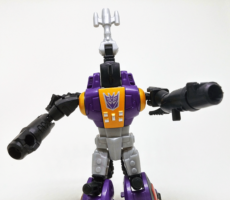 transformers-combiner-wars-bombshell-review-robot-front-4