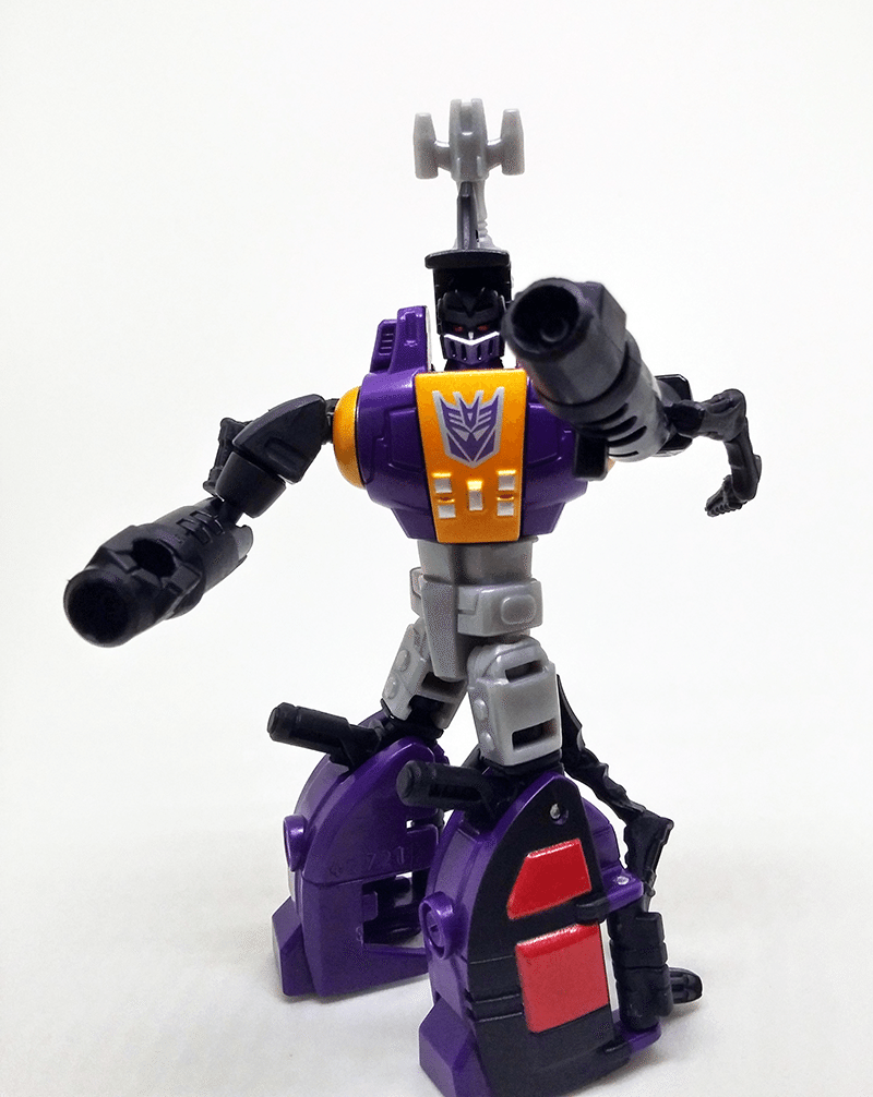 transformers-combiner-wars-bombshell-review-robot-front-5