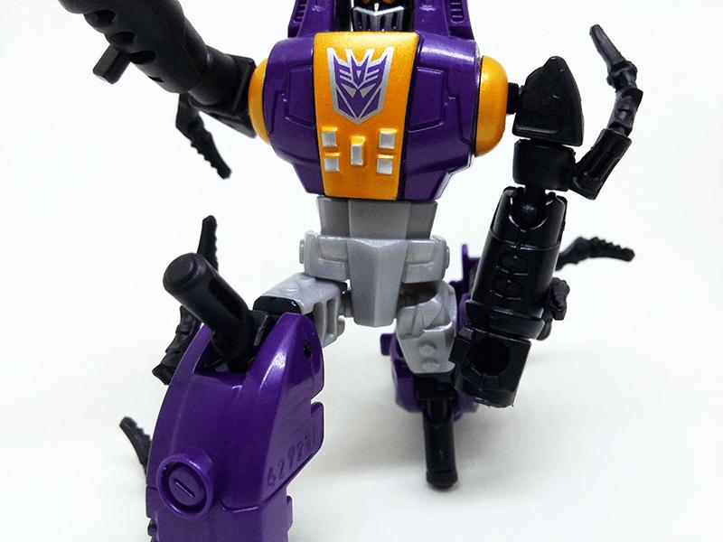 transformers-combiner-wars-bombshell-review-robot-knee