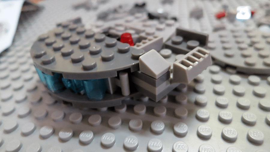 shenyang-millennium-falcon-bootleg-lego-microfighter-rear