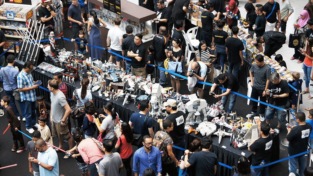Star-Wars-Day-Singapore-2015-toys-table