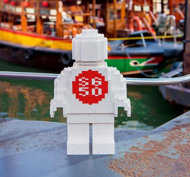 LEGO-SG50-MEGA-MINIFIGURE_1