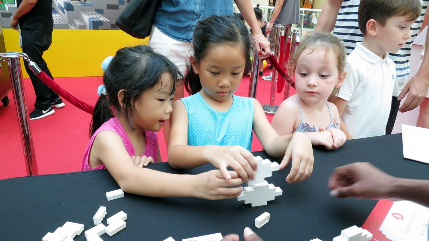 lego-sg-50-giant-dragon-playground-kids-build