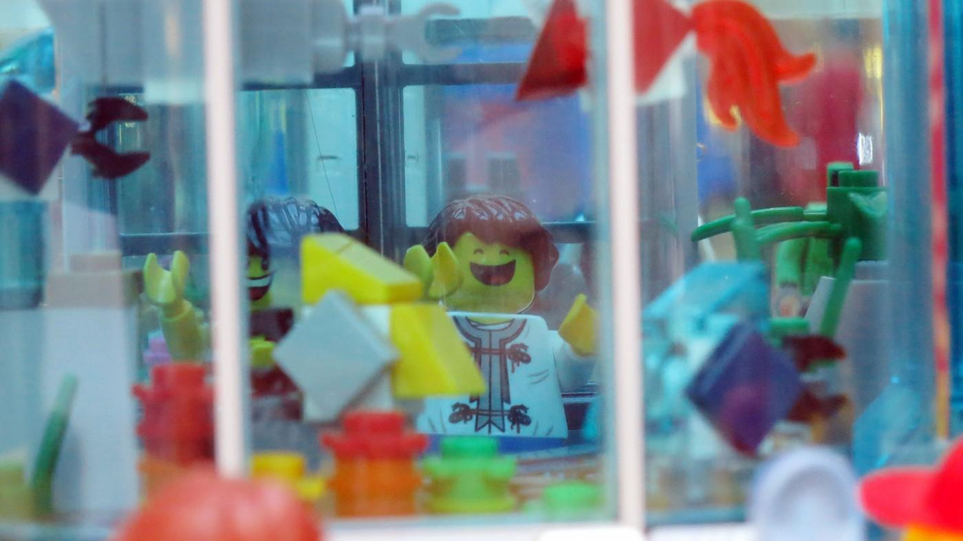 lego-sg-50-wisma-aquarium-display-front-shot