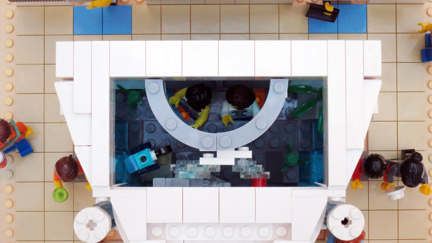 lego-sg-50-wisma-aquarium-display-top-down