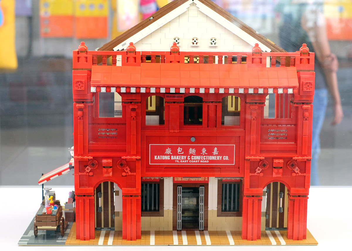 LEGO-Showcase--SG50-Edition--Little-Red-Brick-LUG-Show-red-houes-bakery