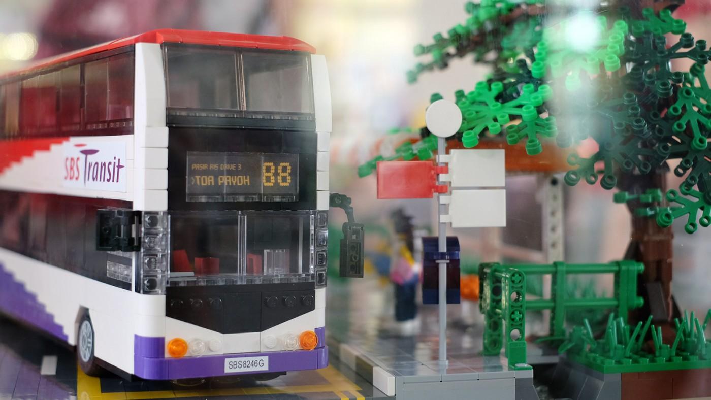 LEGO-Showcase--SG50-Edition--Little-Red-Brick-LUG-Show-sbs-bus-modern-88