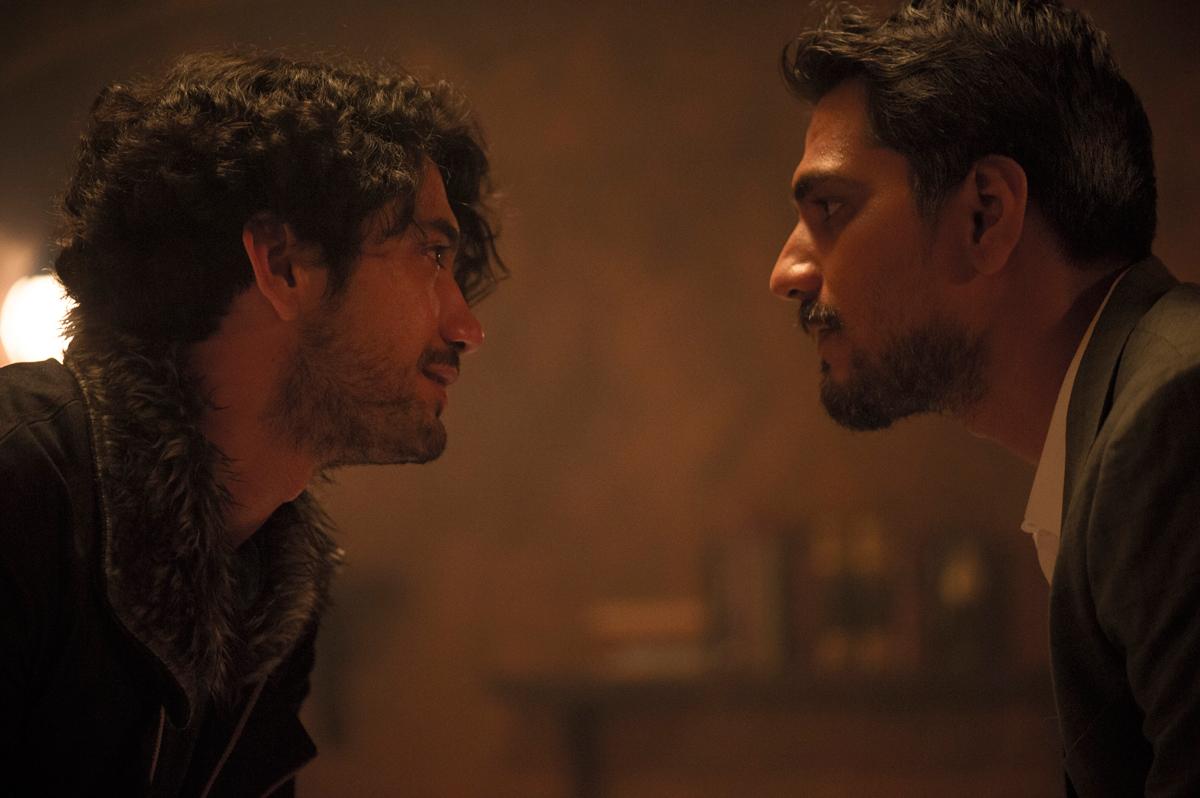 HBO-ASIA-HALFWORLDS---Reza-Rahadian-as-Tony-(1)