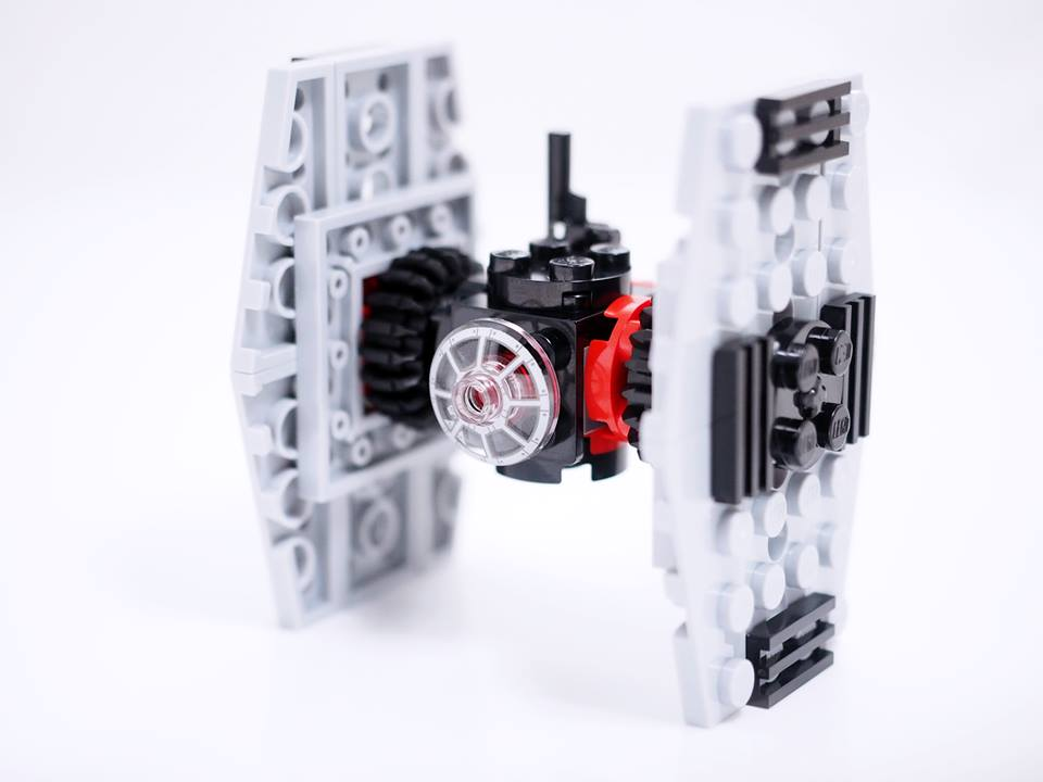 30276 LEGO First Order Special Forces Tie-Fighter Polybag step 15