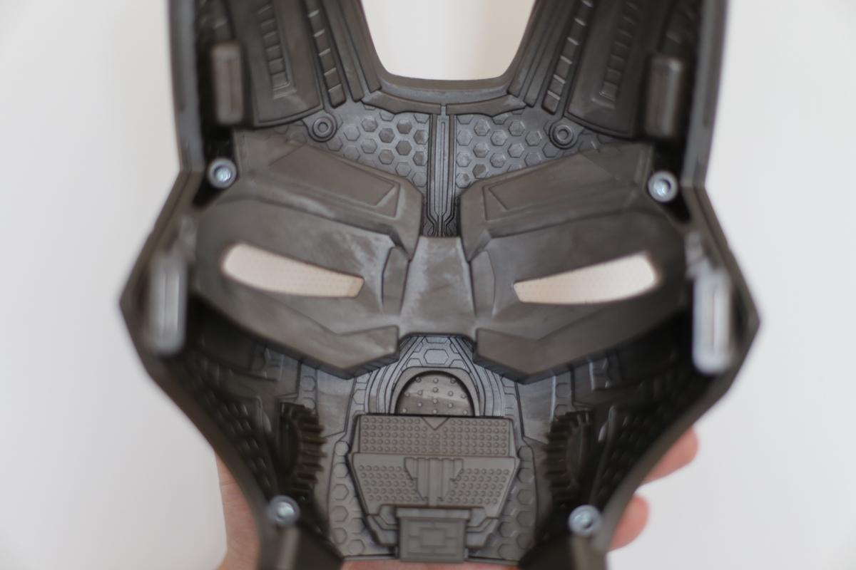 geek-hasbro-marvel-legends-iron-man-helmet-review-13-of-14