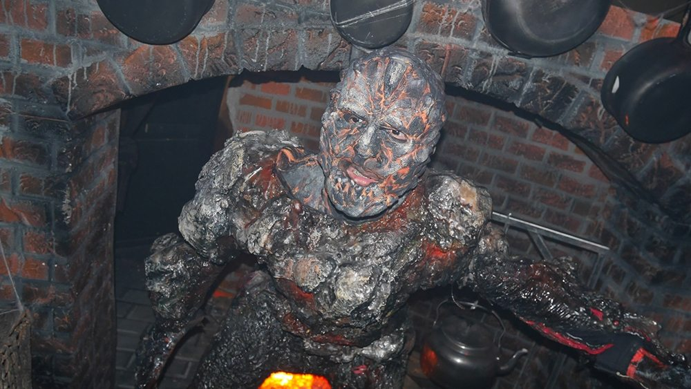 halloween-horror-nights-6-review_hhn6_salem03
