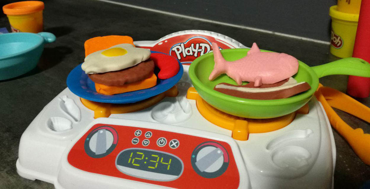 Making realistic looking food with play doh kitchen for Play doh cuisine