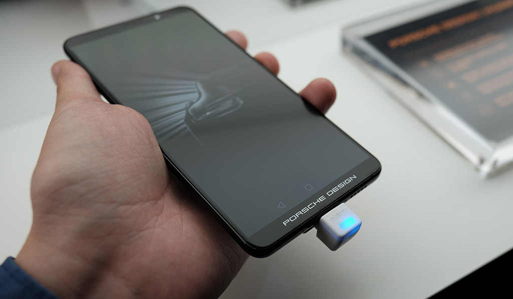 the porsche design mate 10 shows that huawei is eager to. Black Bedroom Furniture Sets. Home Design Ideas