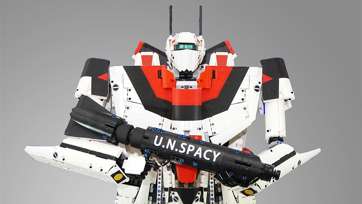 this lego robotech valkyrie is possibly the largest macross mecha