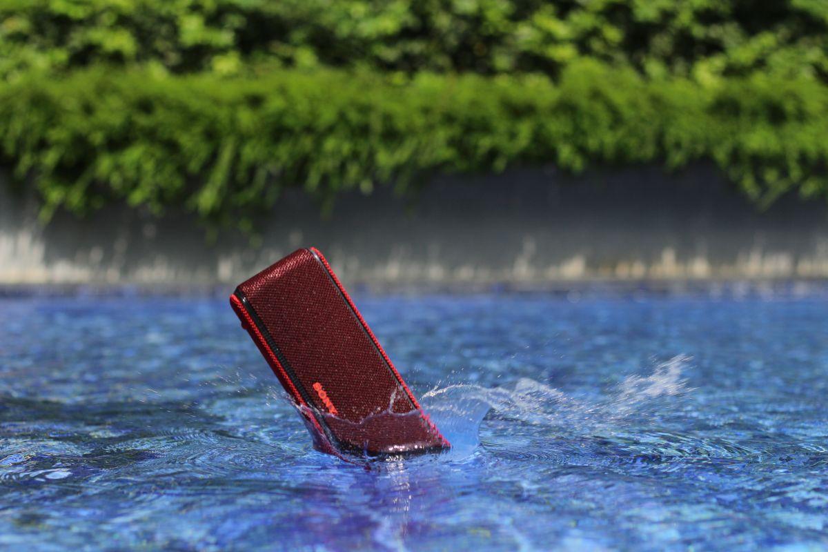 Geek Review: Sony Extra Bass Waterproof Bluetooth Speaker