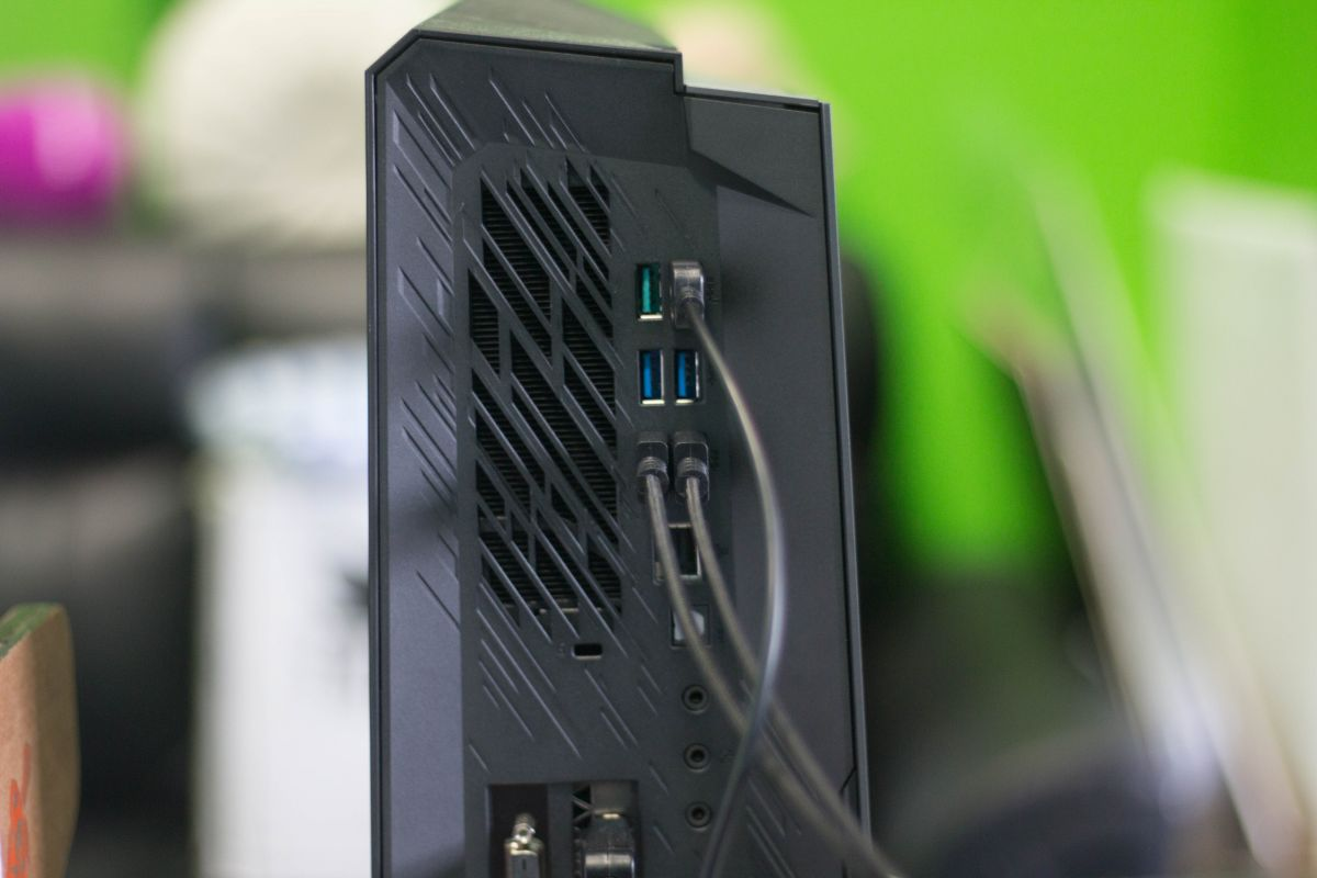 Geek Review Asus Rog Huracan G21 Gaming Desktop Culture Computer Circuit Board Green Magnetic Picture Frame For Those Willing To Throw Their Money Into The Pit This Would Definitely Be A Viable Choice And Quite Worthy Investment If Blind Eye Can Turned