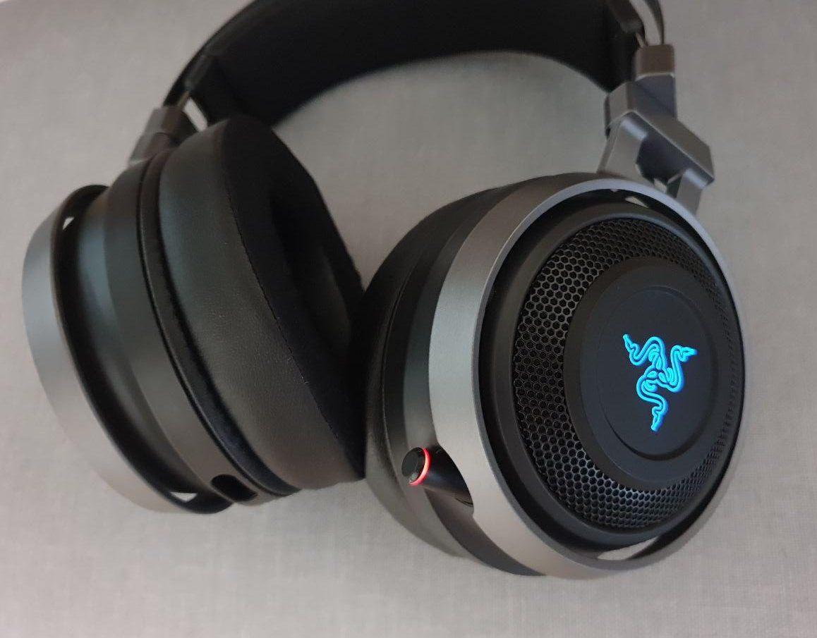 https://geekculture.co/wp-content/uploads/2018/12/Geek-Review-Razer-Nari-Ultimate-Gaming-Headset-2-e1545146312660.jpg