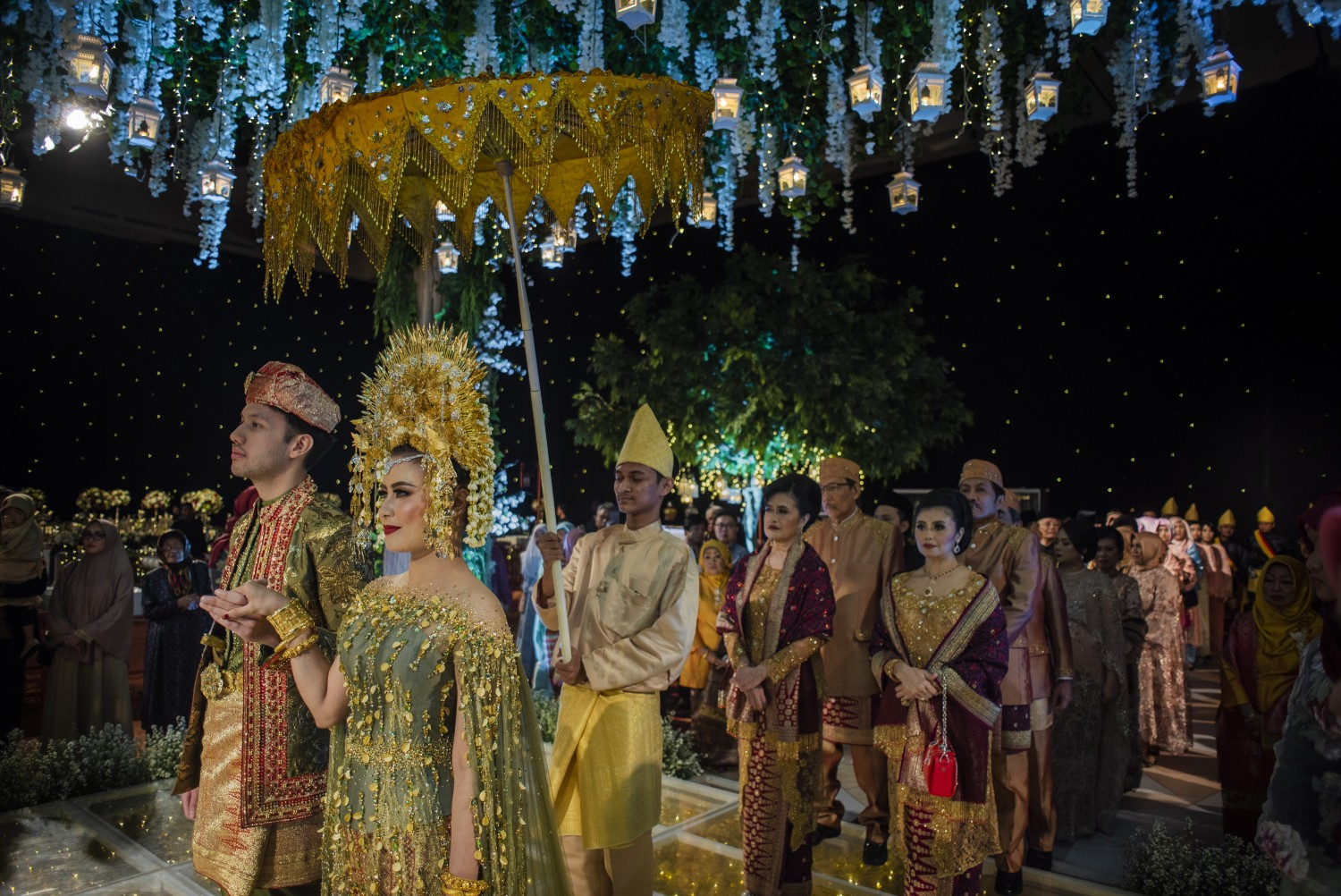 This Magical & Grand Indonesian Wedding Channels Harry