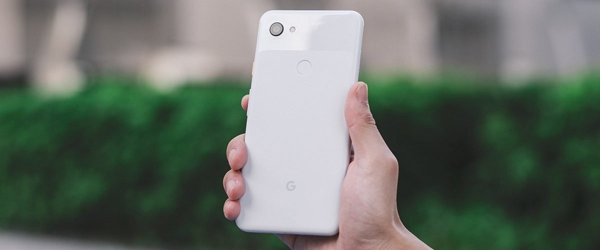 This image has an empty alt attribute; its file name is google-pixel-3a-xl-1-1200x500.jpg