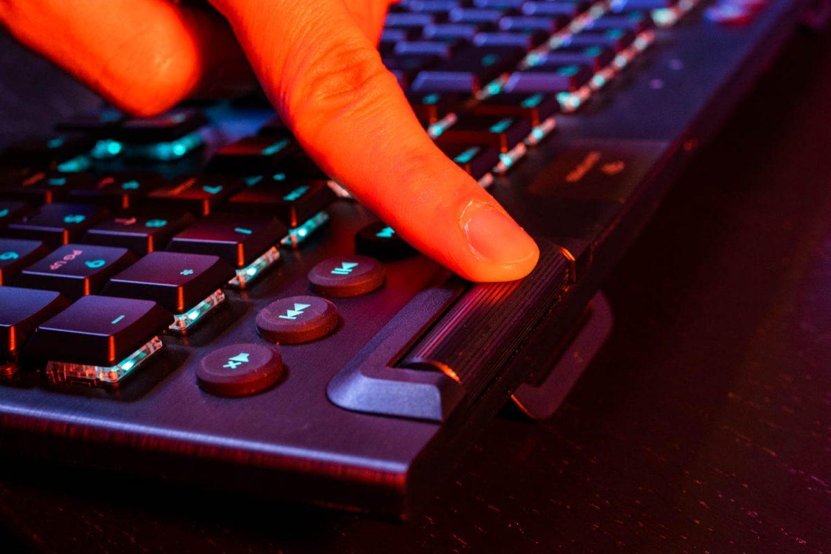 Logitech G915 Lightspeed Wireless Keyboard Review 8