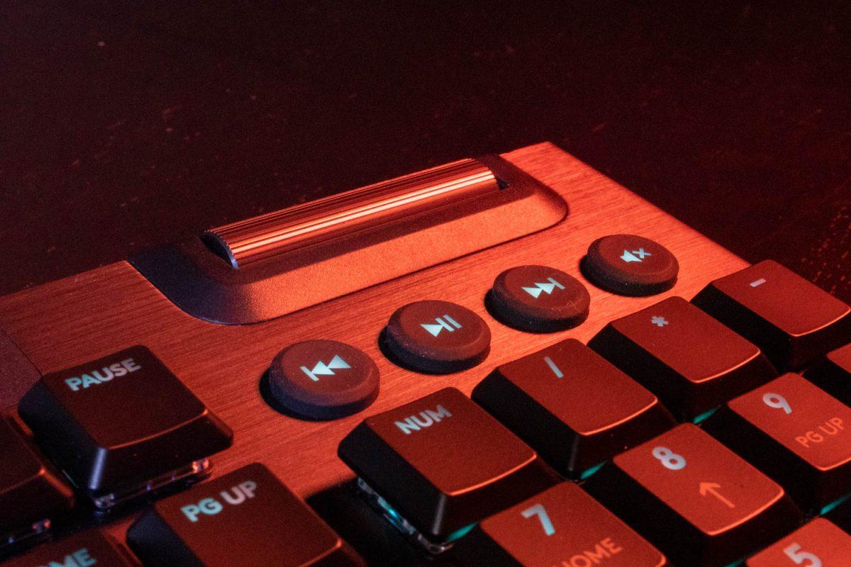 Logitech G915 Lightspeed Wireless Keyboard Review 7
