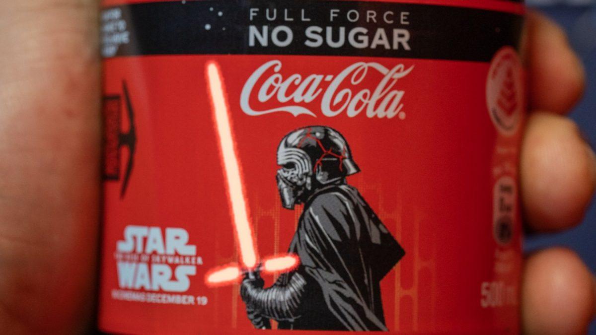 star-wars-limited-edition-light-up-the-rise-of-skywalker-coca-cola-bottles-3