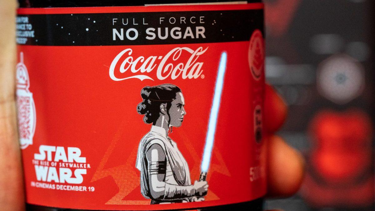 star-wars-limited-edition-light-up-the-rise-of-skywalker-coca-cola-bottles-2