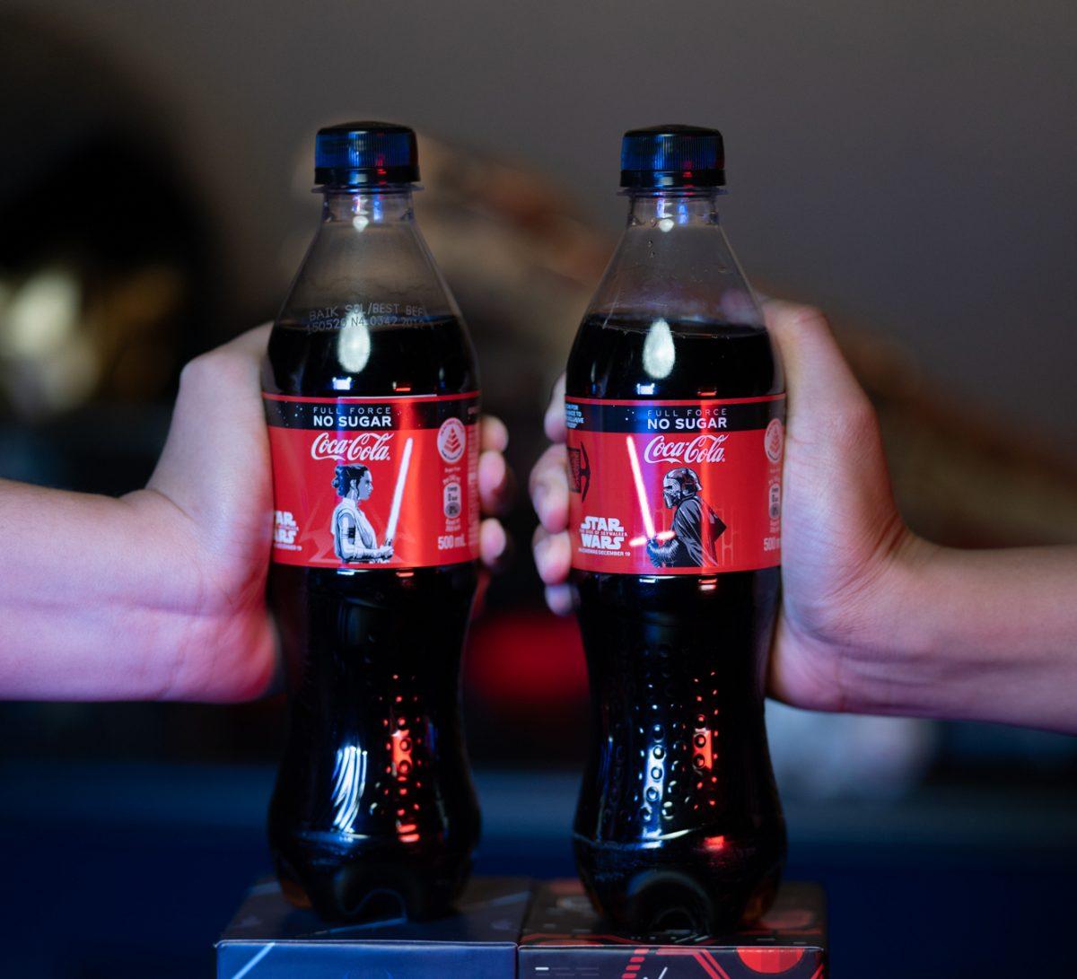 star-wars-limited-edition-light-up-the-rise-of-skywalker-coca-cola-bottles-1